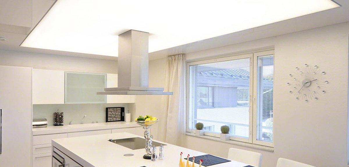 עיצוב תקרה מתוחה מוארת בשילוב עם תקרה מגבס