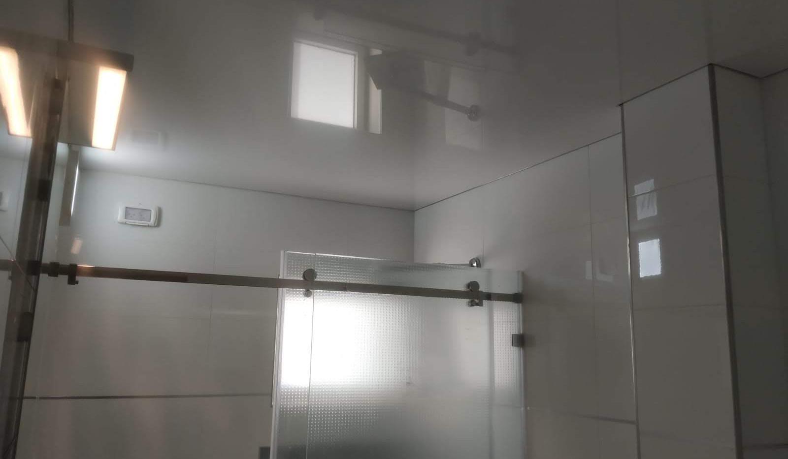 תקרה נמתחת לחדר מקלחת