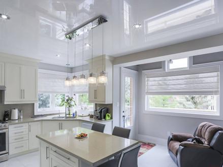 עיצוב תקרה מגבס ותקרה מתוחה במטבח