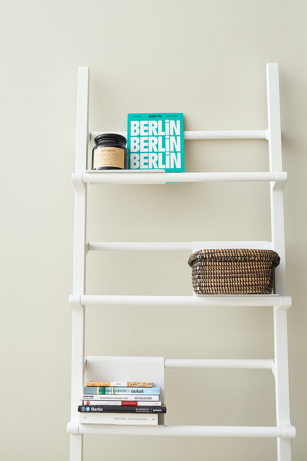 Berlin_RentalApartment_Bookshelf