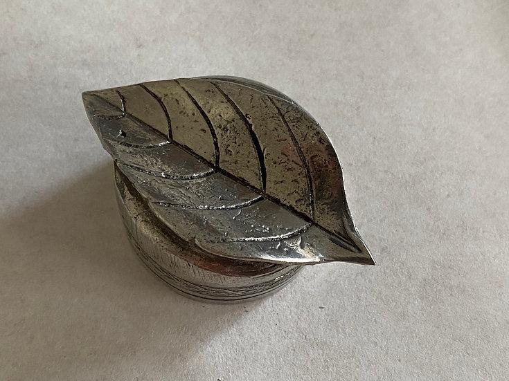 フランス製 葉っぱ型ペン置き