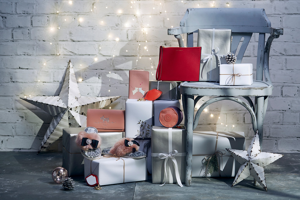 set-design-stylist-london-christmas-gifts-fashion-accessories-lulu-guinness-radley-gill-nicholas-stylist