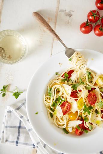 food-stylist-london-prop-stylist-london-summer-spaghetti-tomato-basil-gill-nicholas-stylist