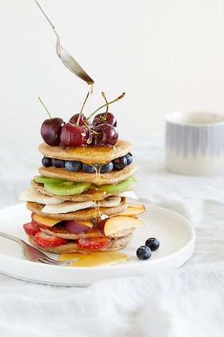 food-stylist-london-prop-stylist-london-pancakes-fruit-vegan-syrup-gill-nicholas-stylist