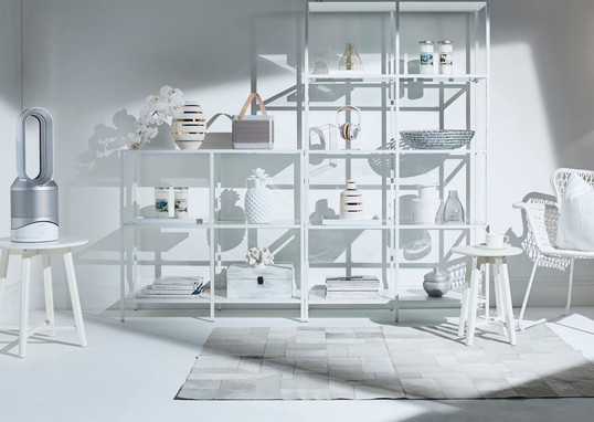 prop-stylist-london-product-stylist-london-white-interior-minimalist-clean-simple-dyson-yankee-candles-kelly-hoppen-french-connection-qvc-gill-nicholas-stylist