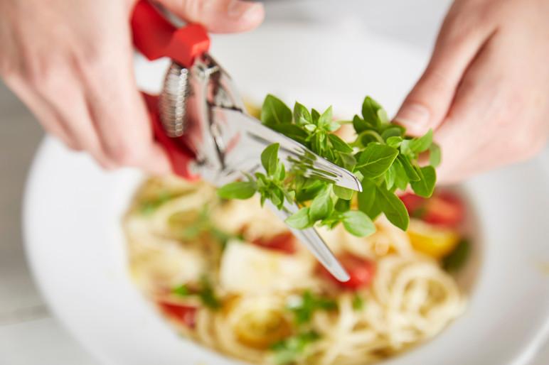 food-stylist-london-prop-stylist-london-summer-spaghetti-tomato-basil-gill-nicholas-stylist-kitchen-tools