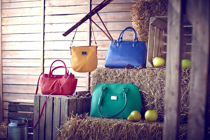 set-design-london-prop-stylist-london-product-stylist-london-handbags-radley-lulu-guinness-barn-autumn-fashion-