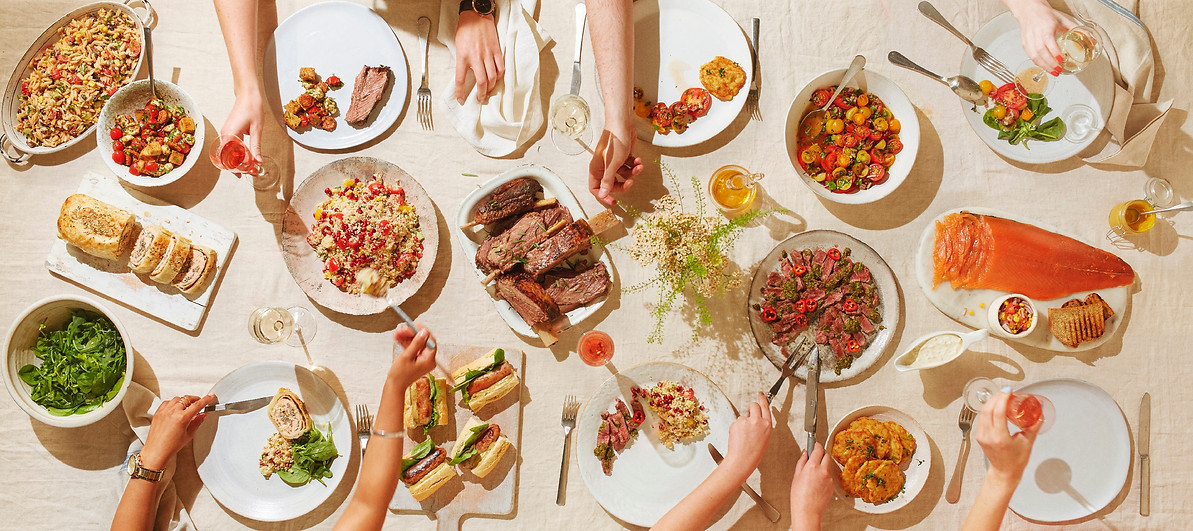 food-stylist-london-prop-stylist-london-set-design-london-summer-al-fresco-alfresco-dining-outdoor-eating-salad-bbq-qvc-gill-nicholas-stylist