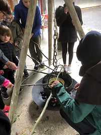 atelier,pedagogique,primaire,enfant,cirier,moyen-age