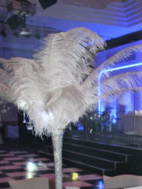 White Feathers in Tall Vase Code: T0010 £20.00 +VAT Includes Mirror Base Plate