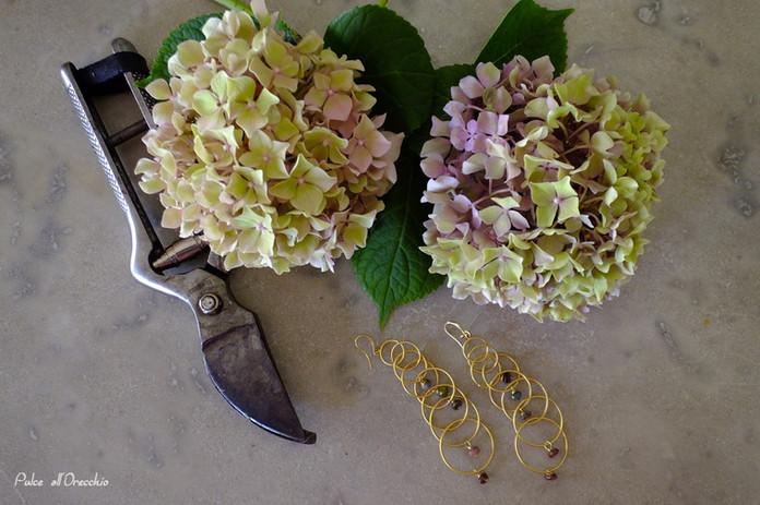 Alla ricerca di abbinamenti con i miei fiori e i miei gioielli