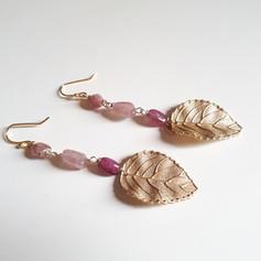 Orecchini con foglia di rosa