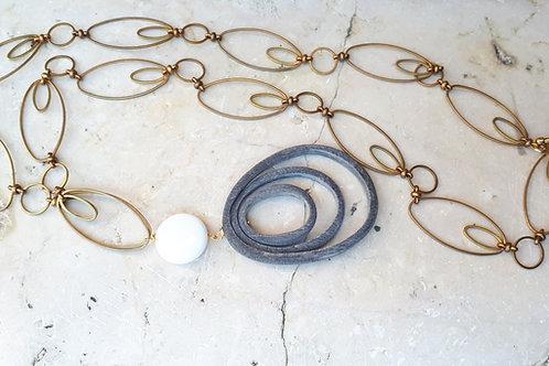 Collana lunga con motivi ovali