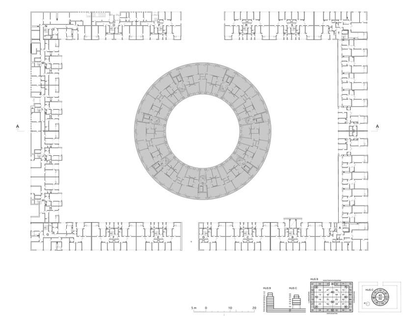Planritning på det runda huset i relation till omgivande befintligt hus