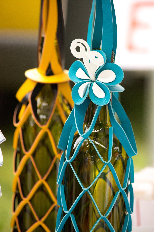 vinstrip wine bottle carrier with flower