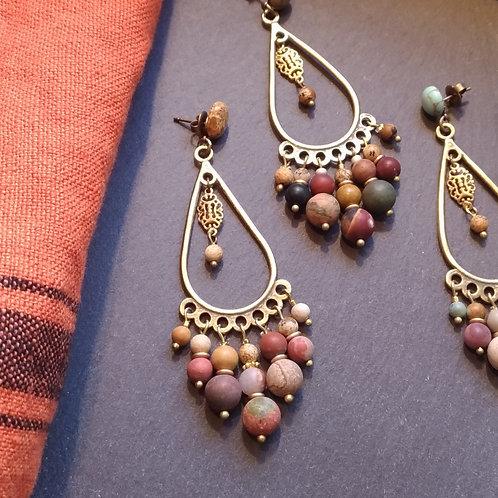 Les perles de jaspe sur gouttes