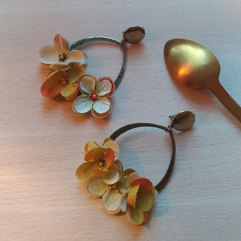 Brassée de fleurs printannières