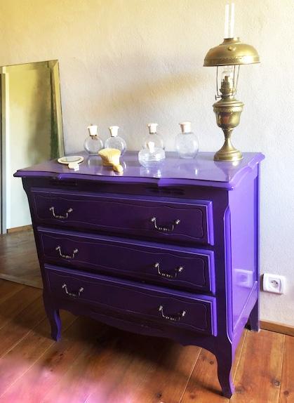 Commode_laquée_violet