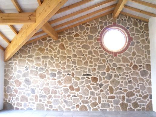 mur de fausses pierres