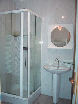 Salle de bains N&B avant