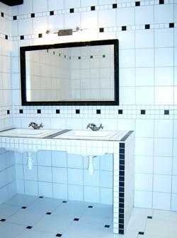 salle de bains N&B