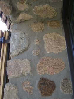 fausses pierres contour baie