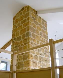 colnne de cheminée en fausses pierres