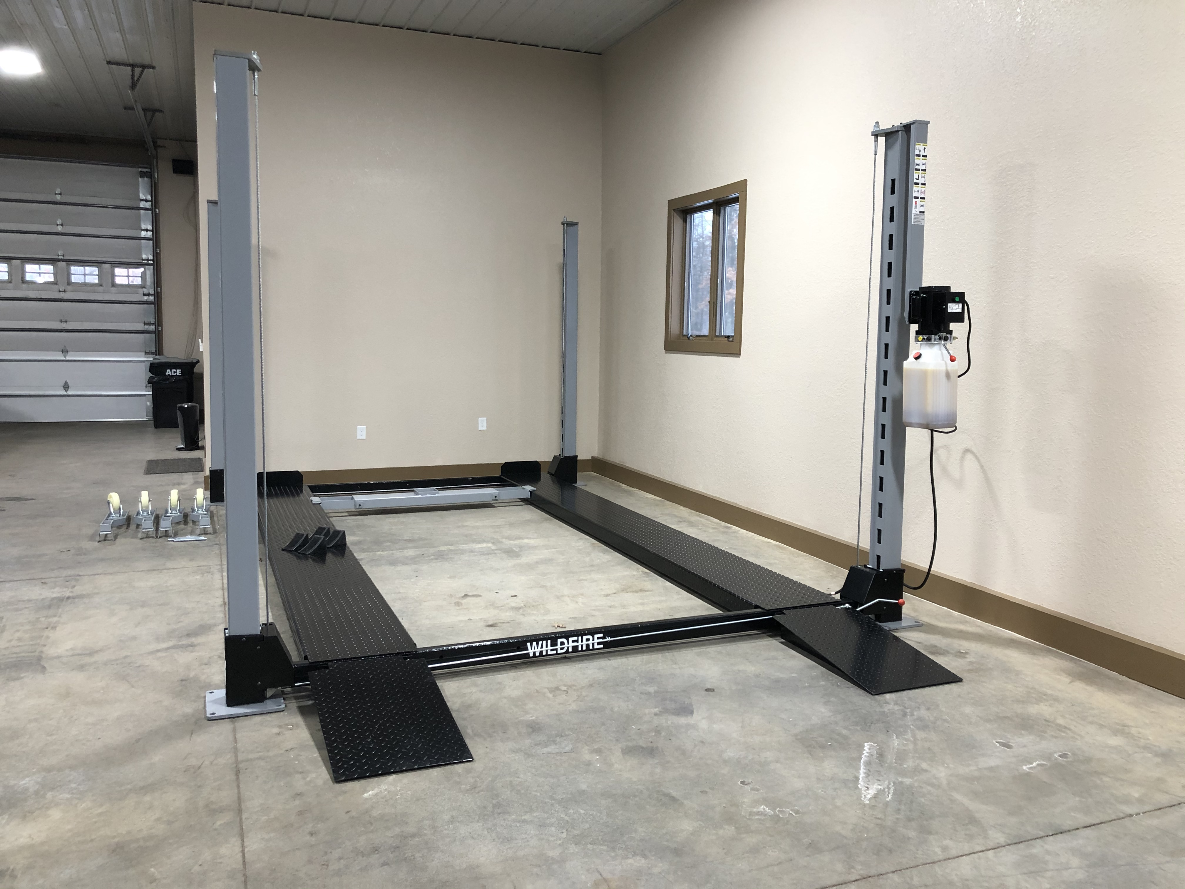 4 Post Trailer Lift with Telescoping Ton