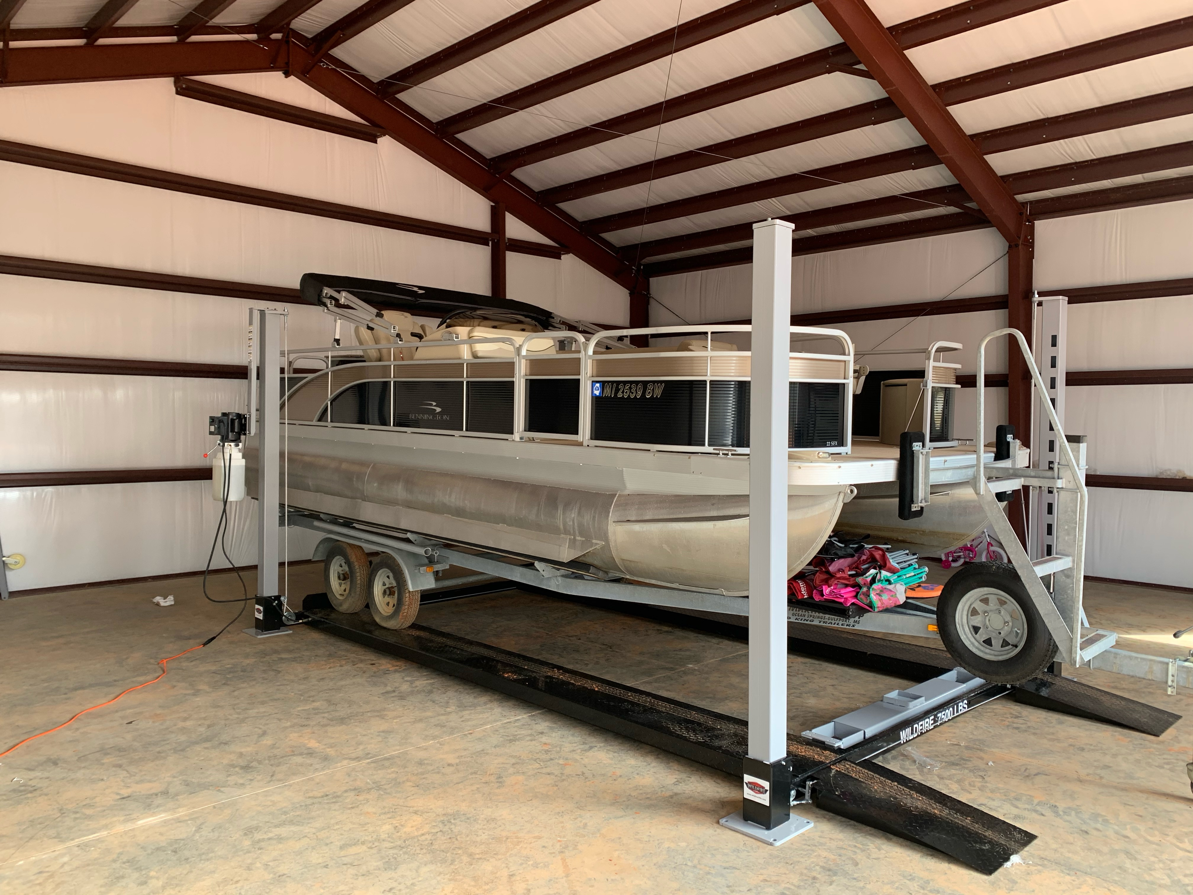 Pontoon of Wildfire Lifts Trailer Lift W