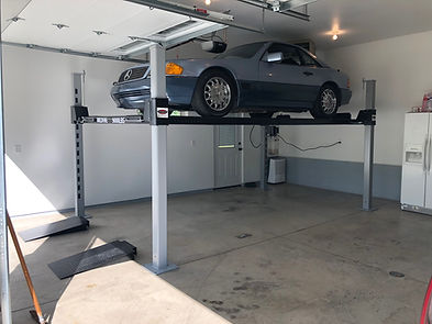 WF9000 4 Post Car Lift with Mercedes.JPG