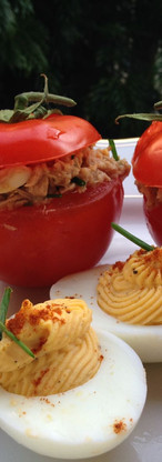 Gevuld ei en tomaat