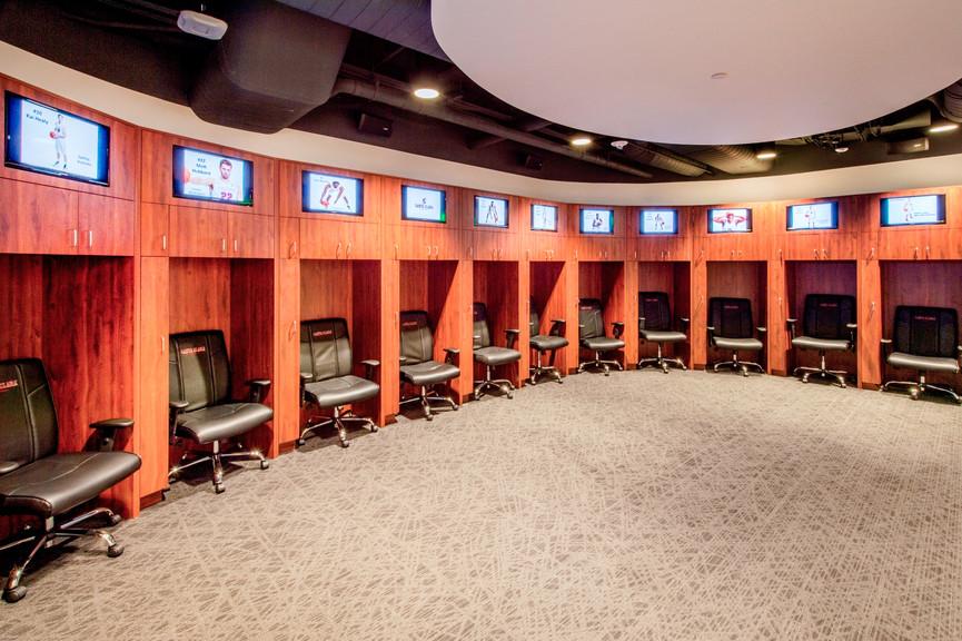 mens-basketball-locker-room-3jpg