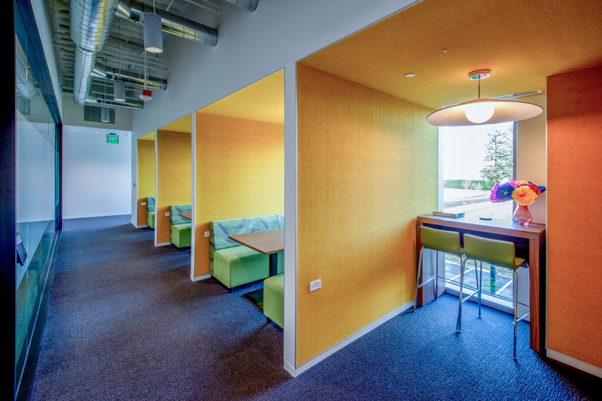 corridor-with-seatingjpg