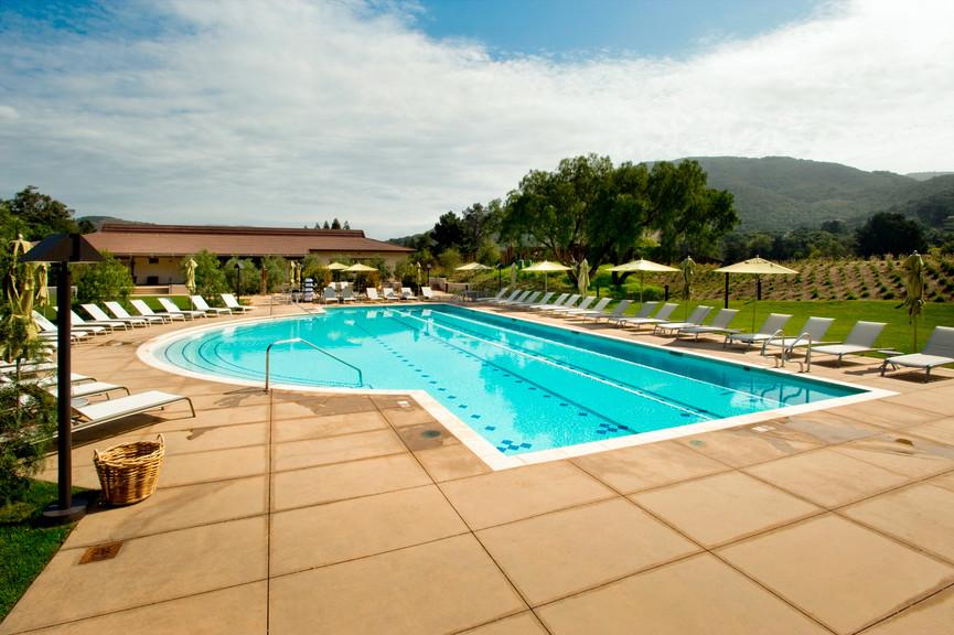 fitness-center-pool-4jpg