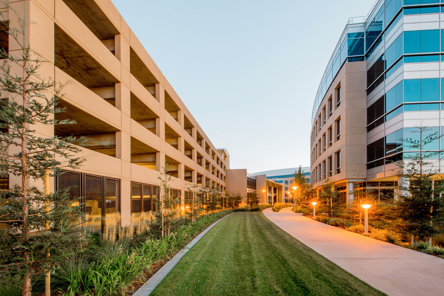 courtyard-with-parkingjpg
