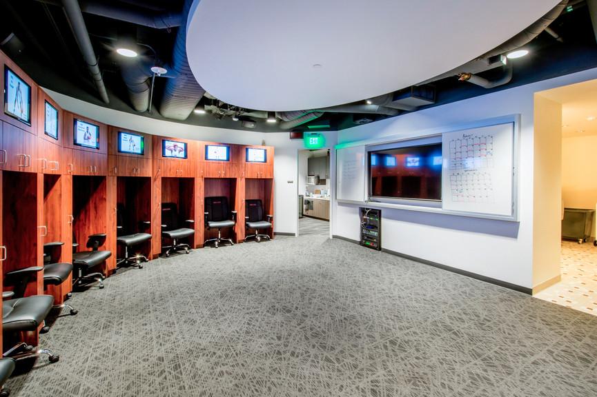 mens-basketball-locker-room-2jpg