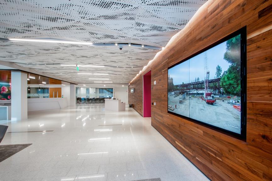 lobby-overview-2jpg