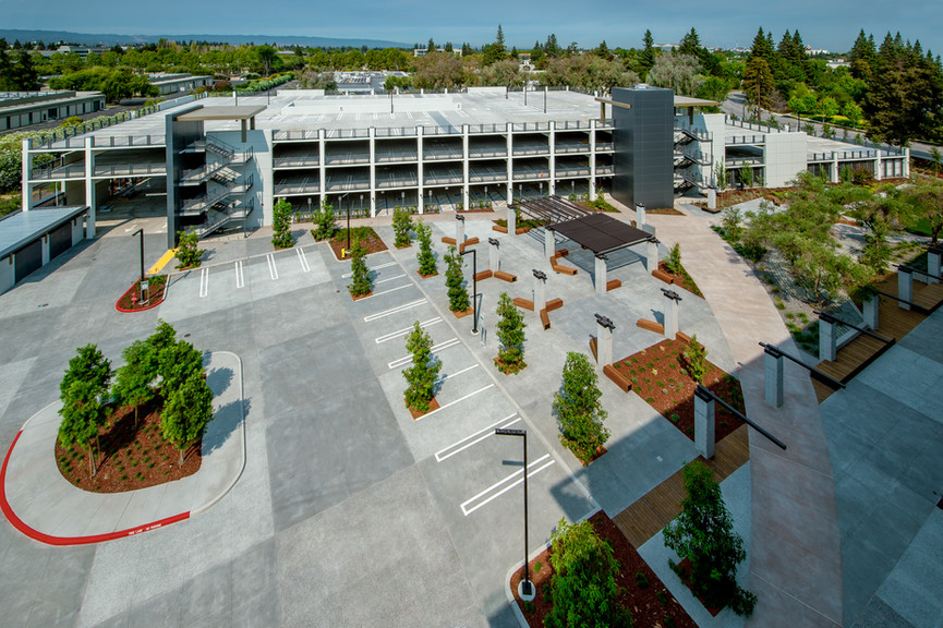 parking-and-courtyardjpg