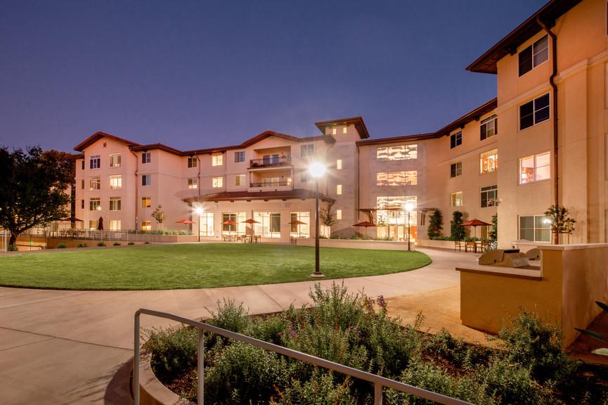 courtyard-with-bbqjpg