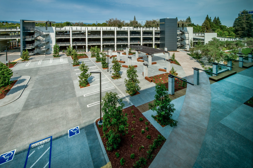 parking-and-courtyard-2jpg