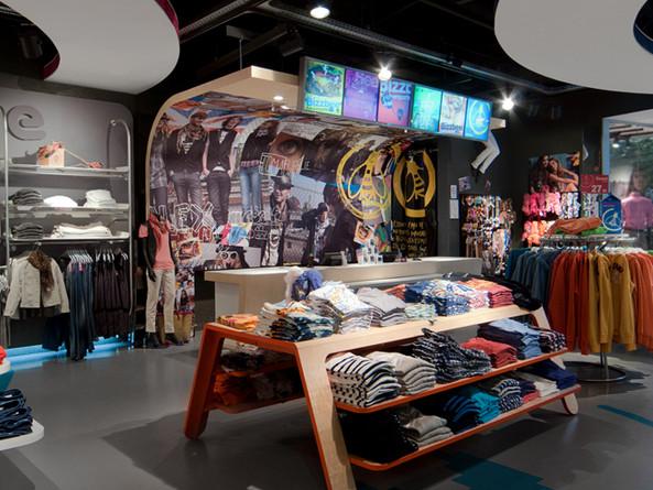 Bizzbee / Retail design et identité. 2012