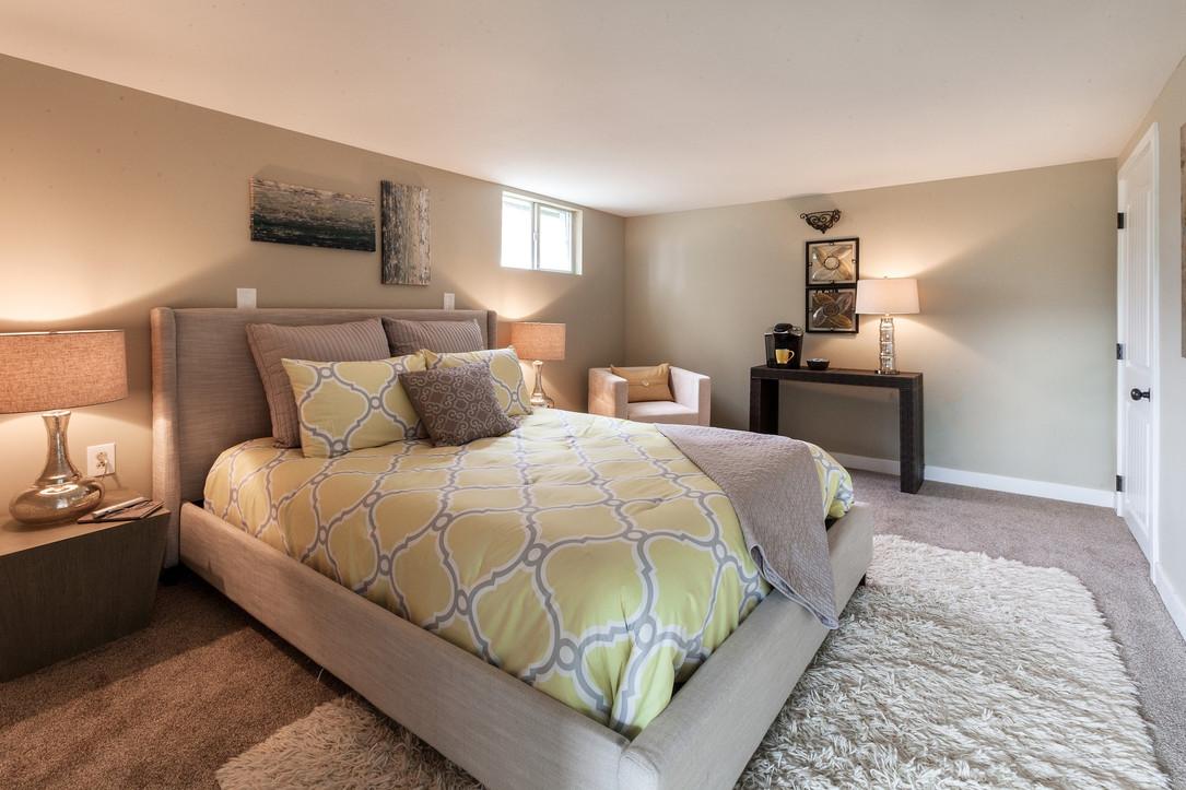 bedroom-3564488_1920.jpg