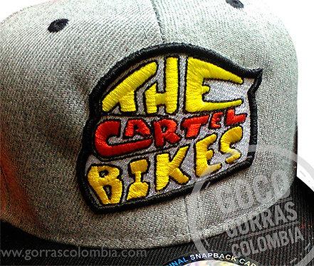 gorra gris visera negra personalizada the cartel bikes