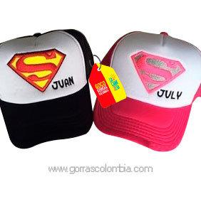 gorras negra y fucsia frente blanco para pareja superman nombres
