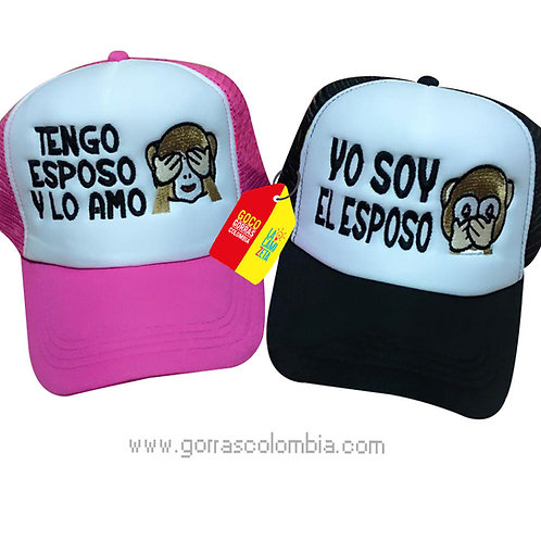 gorras negra y fucsia frente blanco para pareja tengo esposo mono