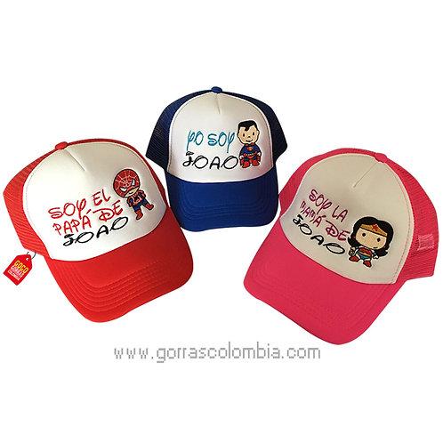 gorras roja, azul y fucsia frente blanco para familia super heroes