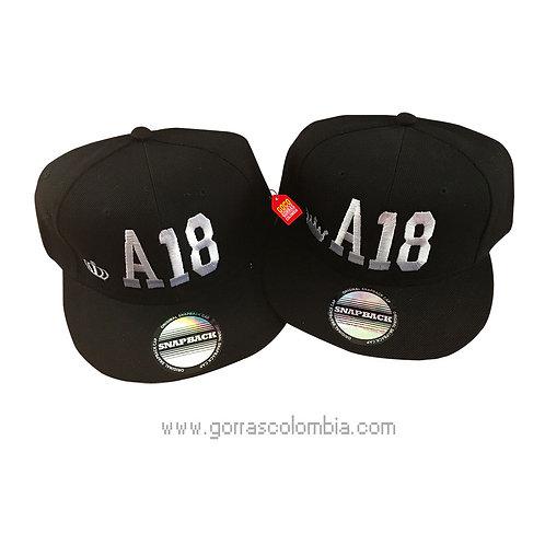 gorras negras planas unicolor para pareja coronas