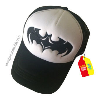 gorra negra frente blanco de superheroes batman