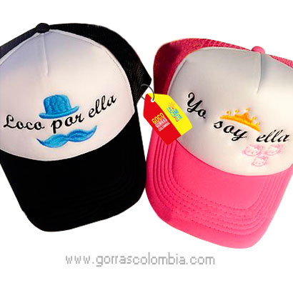 gorras negra y fucsia frente blanco para pareja loco por ella mostacho