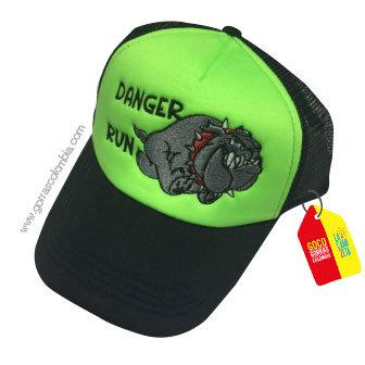 gorra negra frente verde personalizada danger run